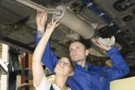 Część napraw samochodu, każdy właściciel auta jest w stanie przeprowadzić samodzielnie. Fot. Fotolia