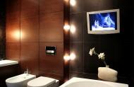 W dzisiejszych czasach, nie ma żadnych przeszkód, aby zainstalować telewizor w łazience. Fot. ARTDESIGN